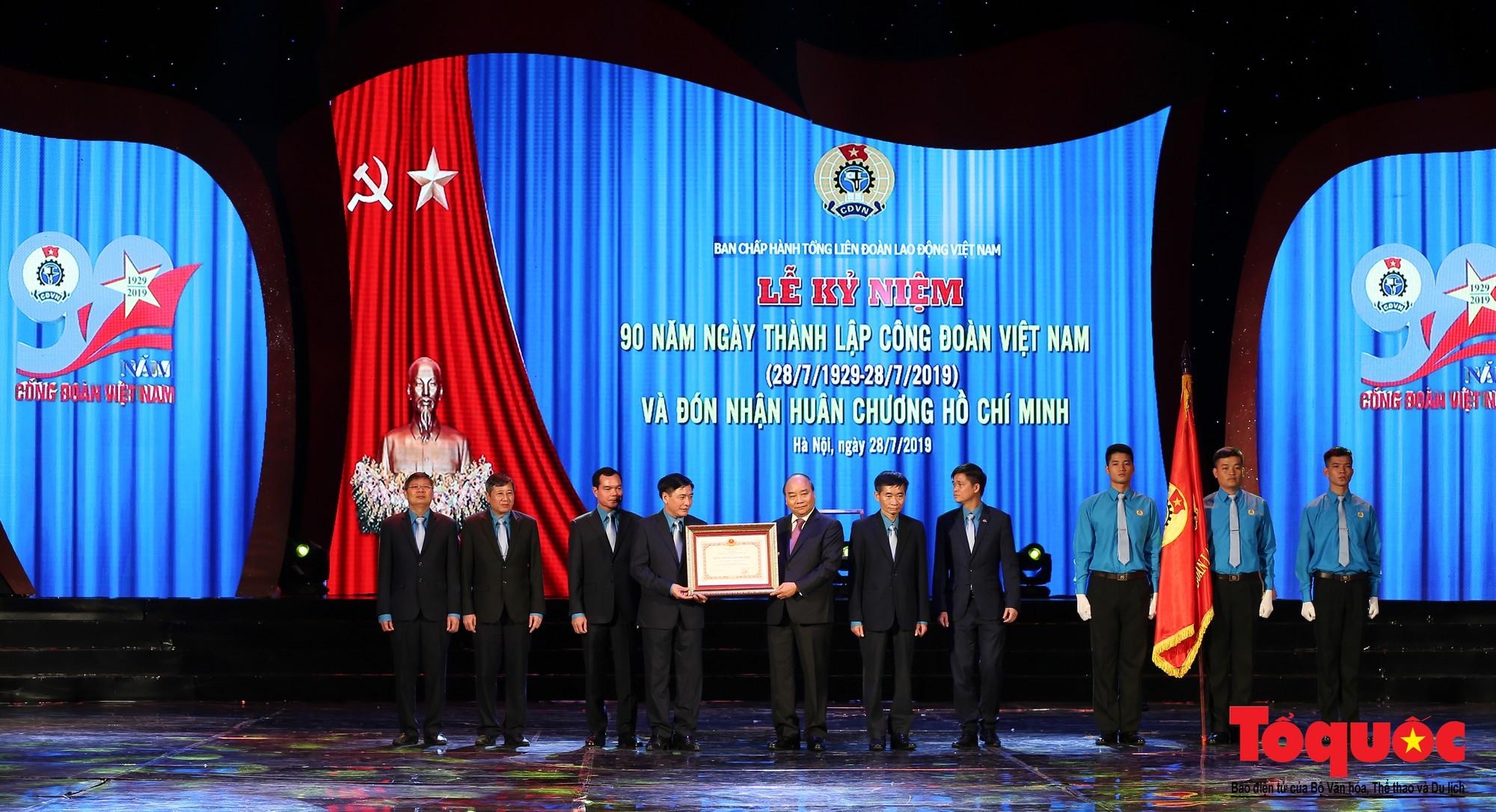 Long trọng Lễ kỷ niệm 90 năm Ngày thành lập Công đoàn Việt Nam (10)