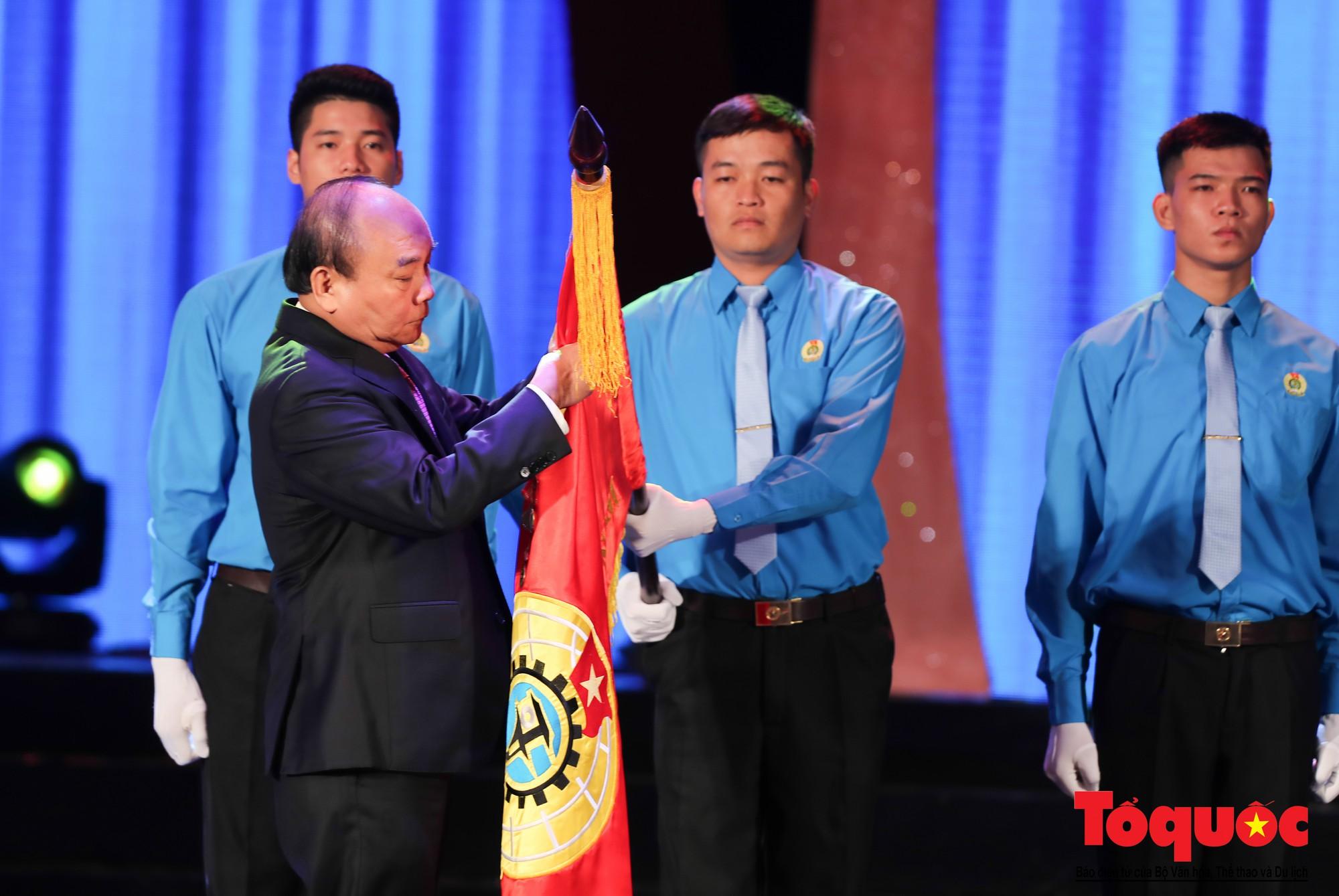 Long trọng Lễ kỷ niệm 90 năm Ngày thành lập Công đoàn Việt Nam (13)