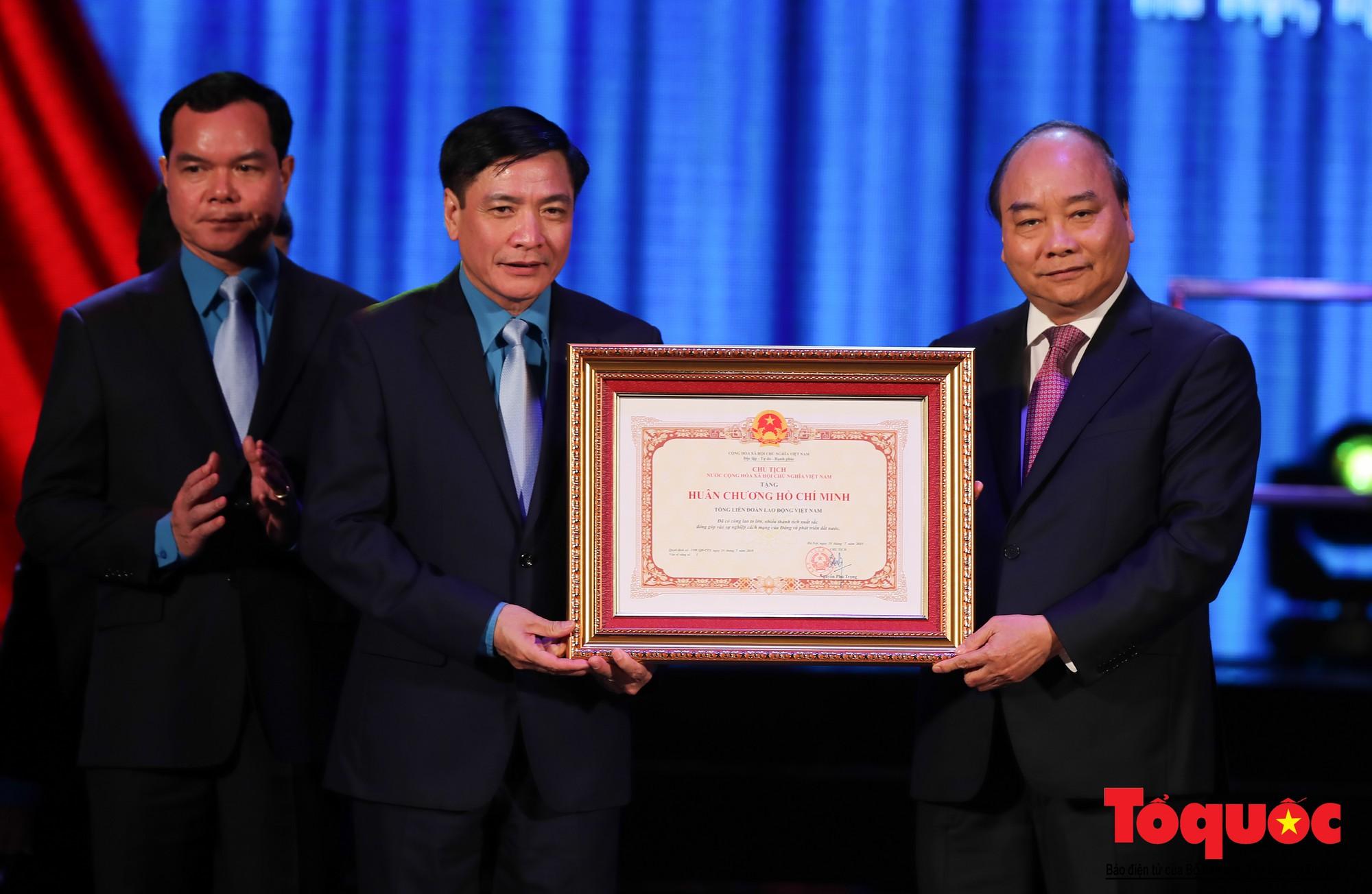 Long trọng Lễ kỷ niệm 90 năm Ngày thành lập Công đoàn Việt Nam (14)