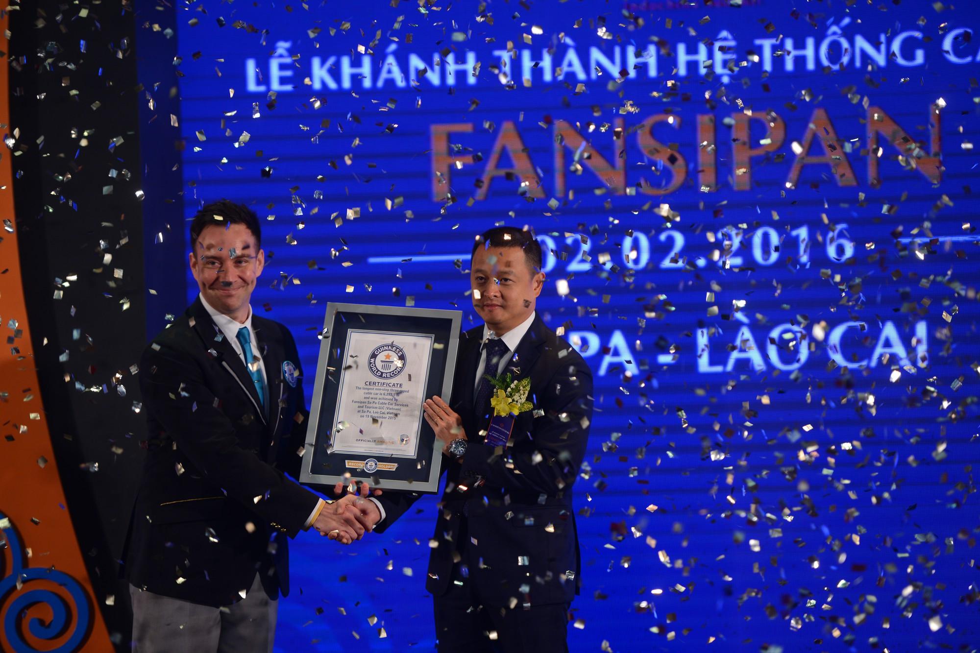 Tổ chức kỷ lục Guinness thế giới trao chứng nhận kỷ lục cho cáp treo Fansipan SaPa