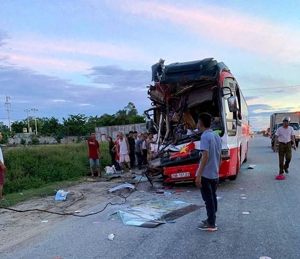 Nghệ An: Xe khách chở 50 người tai nạn trên quốc lộ 1A, 14 người thương vong - Ảnh 2.