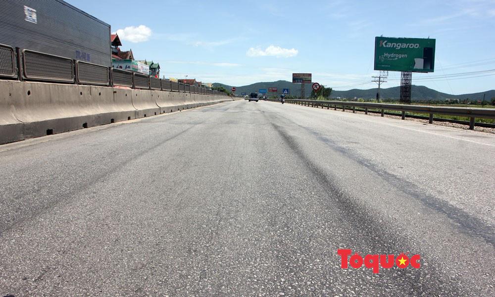 Nghệ An: Quốc lộ nghìn tỷ hằn lún luống khoai kênh nổi bánh ôtô - Ảnh 1.