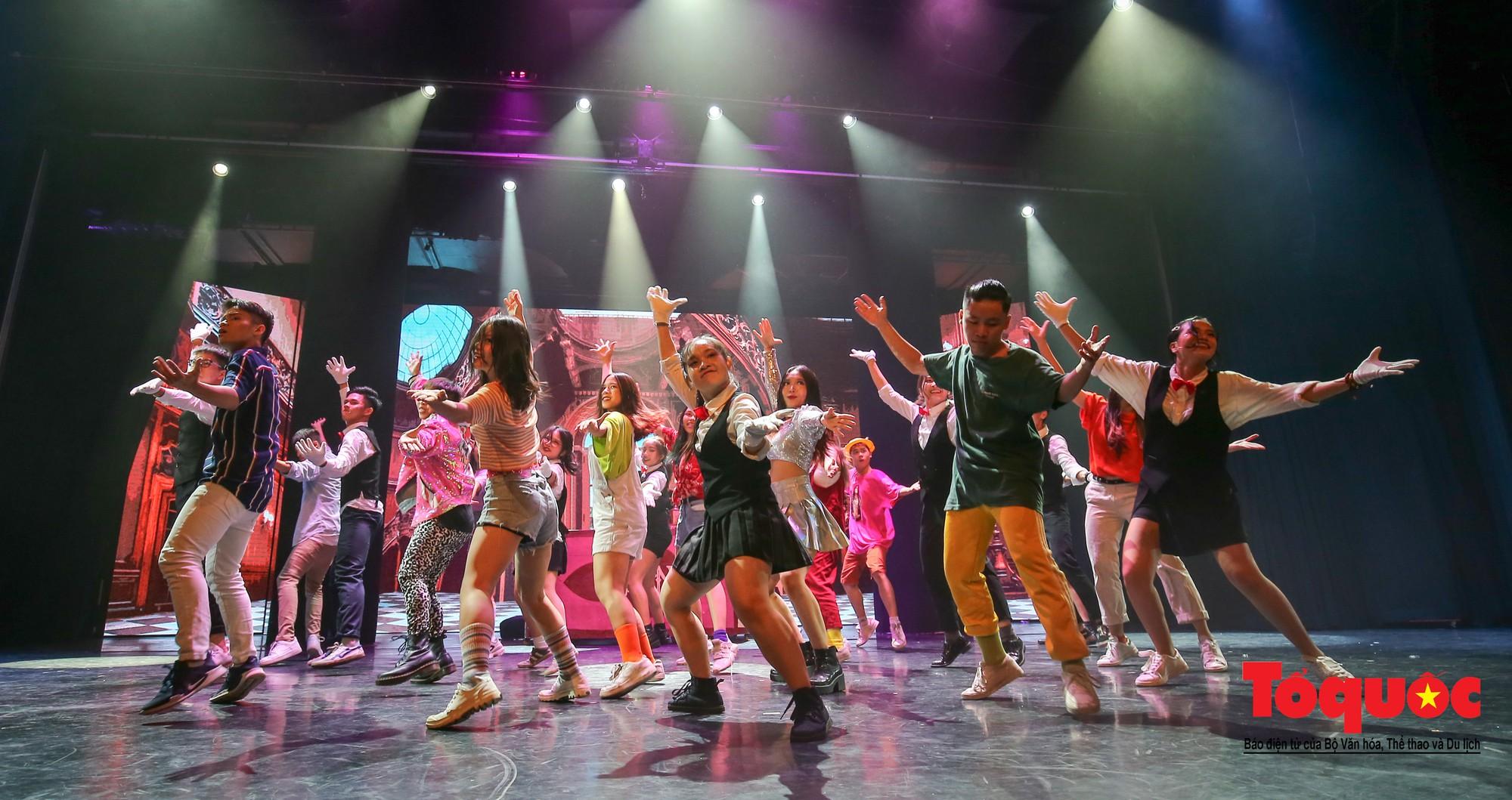 Đêm nhạc kịch ấn tượng của học sinh chuyên Hà Nội – Amsterdam1