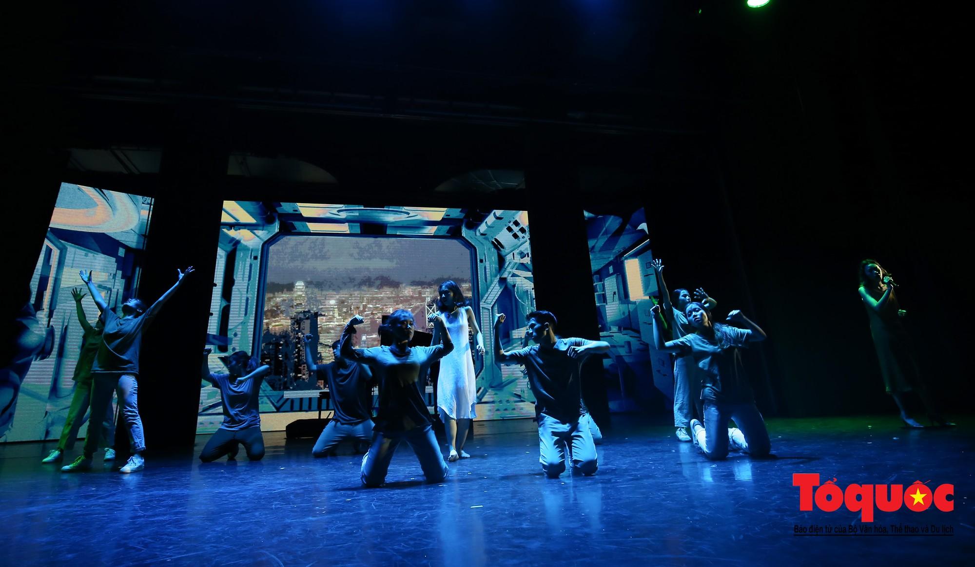 Đêm nhạc kịch ấn tượng của học sinh chuyên Hà Nội – Amsterdam10