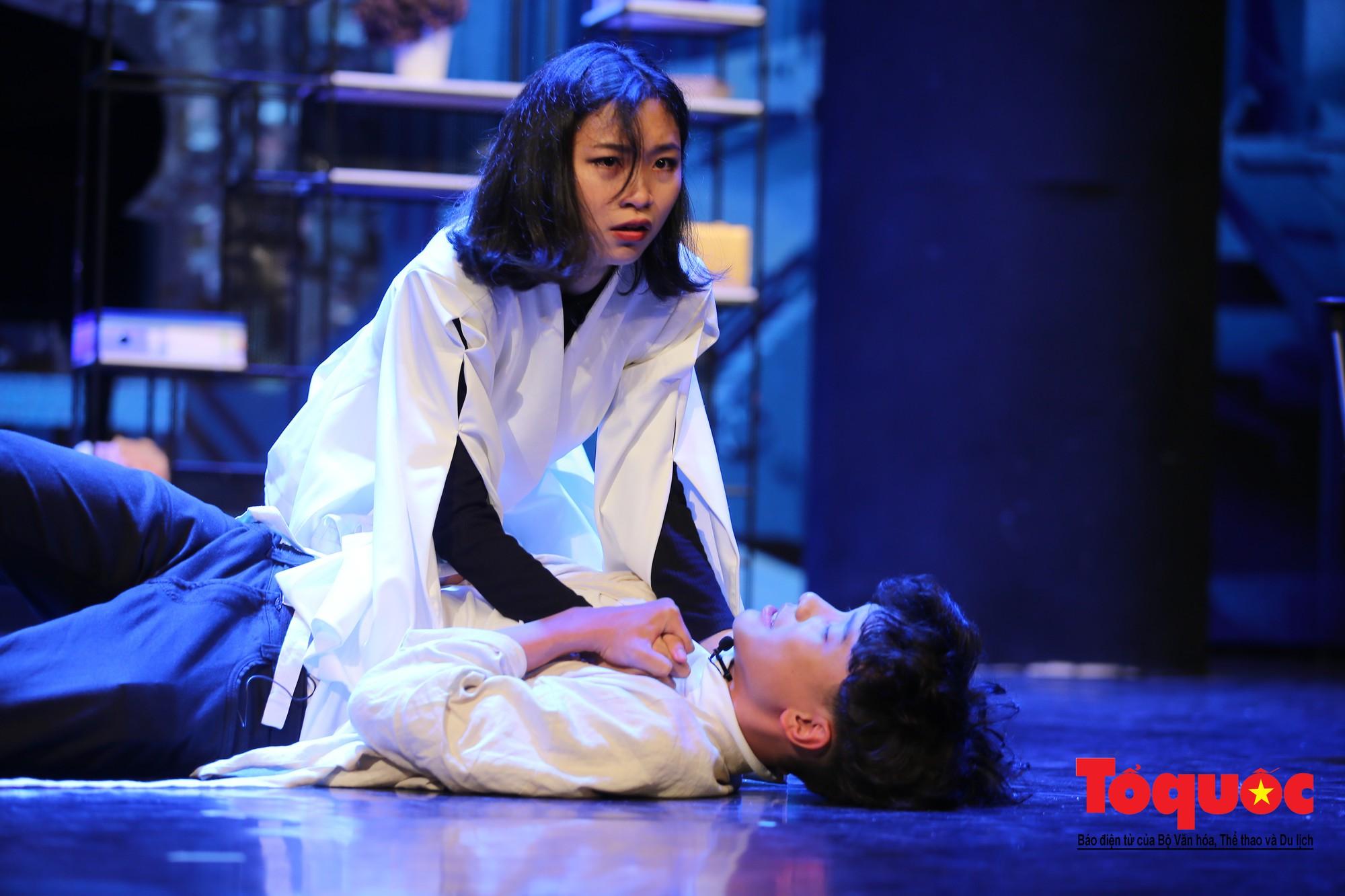 Đêm nhạc kịch ấn tượng của học sinh chuyên Hà Nội – Amsterdam12