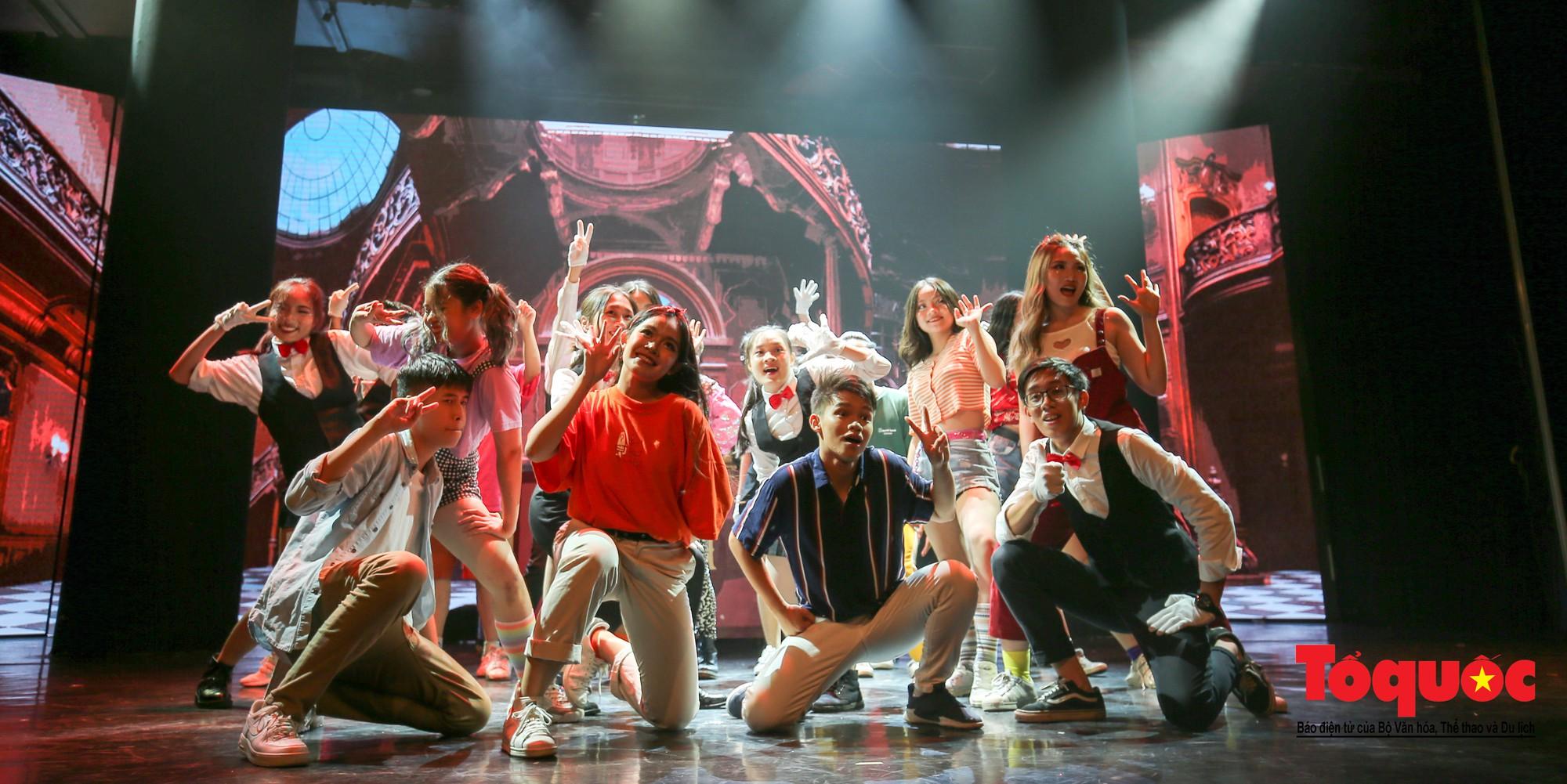 Đêm nhạc kịch ấn tượng của học sinh chuyên Hà Nội – Amsterdam2