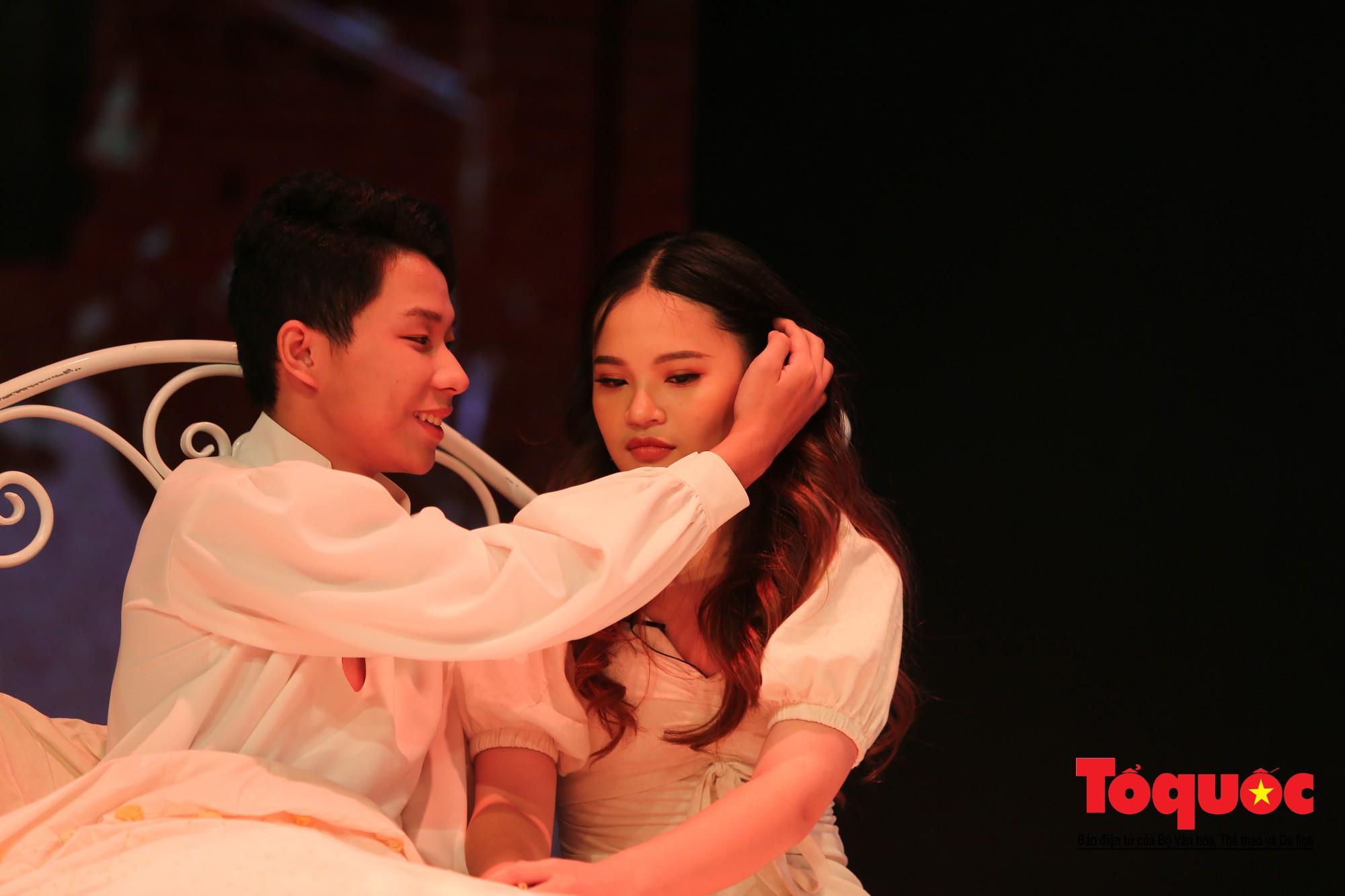 Đêm nhạc kịch ấn tượng của học sinh chuyên Hà Nội – Amsterdam7