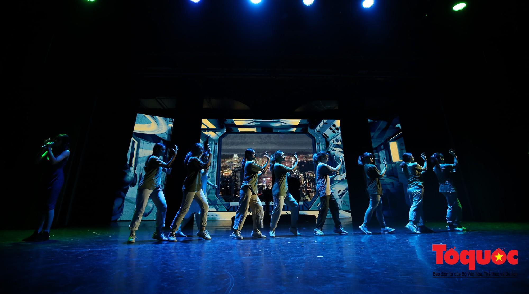 Đêm nhạc kịch ấn tượng của học sinh chuyên Hà Nội – Amsterdam9