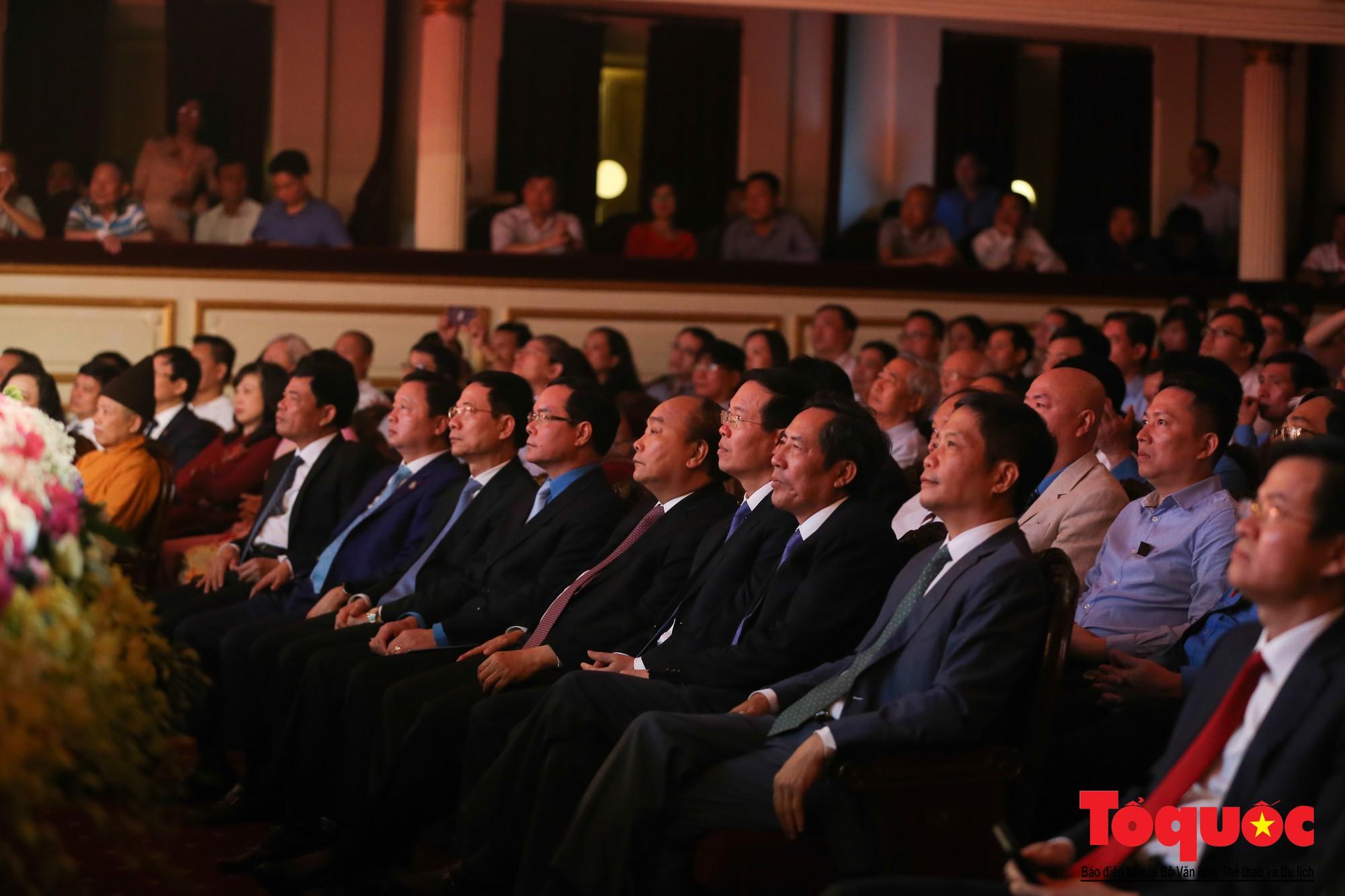 Thủ tướng Nguyễn Xuân Phúc trao Huân chương Lao động hạng Nhất cho Báo Lao Động (1)