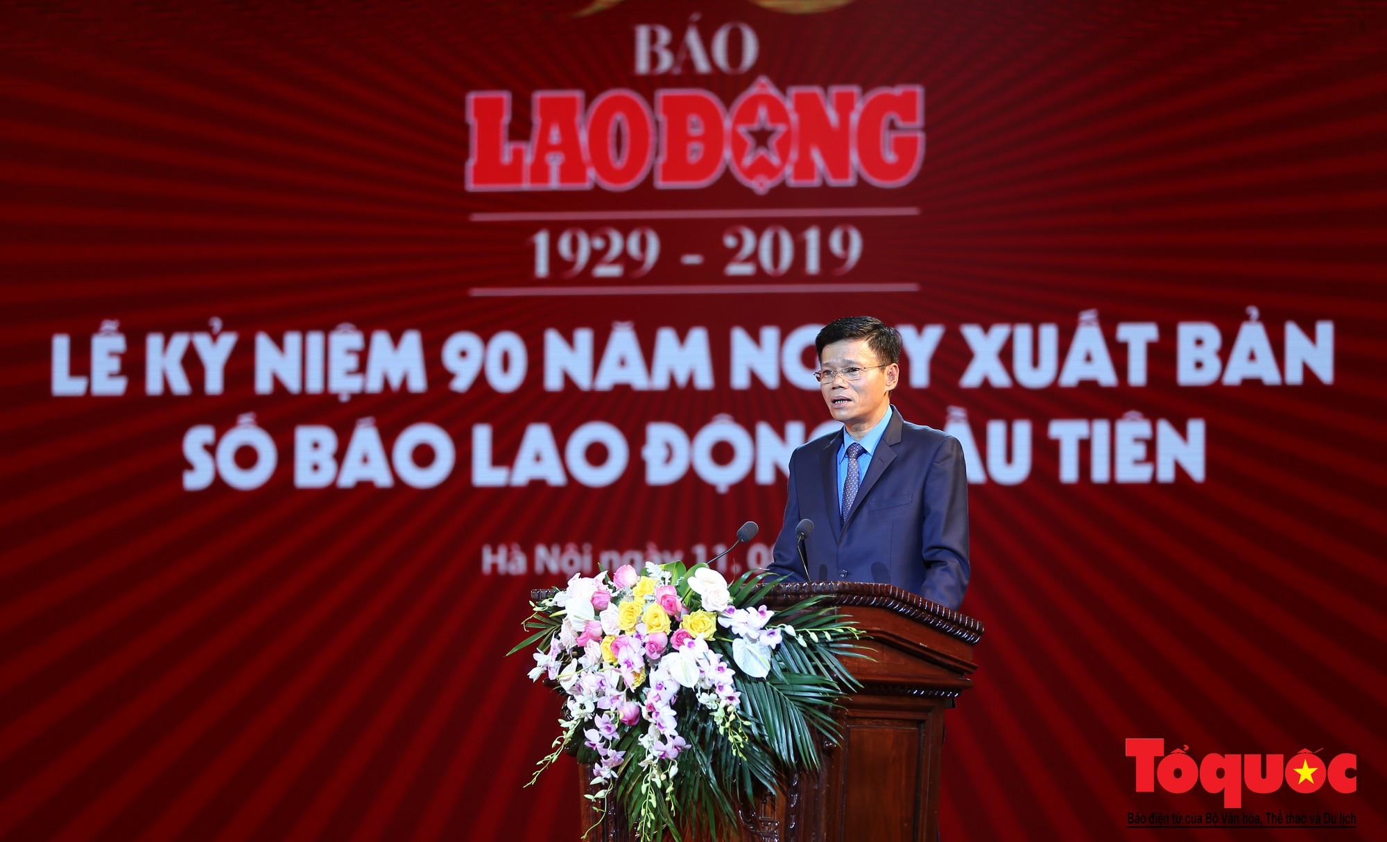 Thủ tướng Nguyễn Xuân Phúc trao Huân chương Lao động hạng Nhất cho Báo Lao Động (2)
