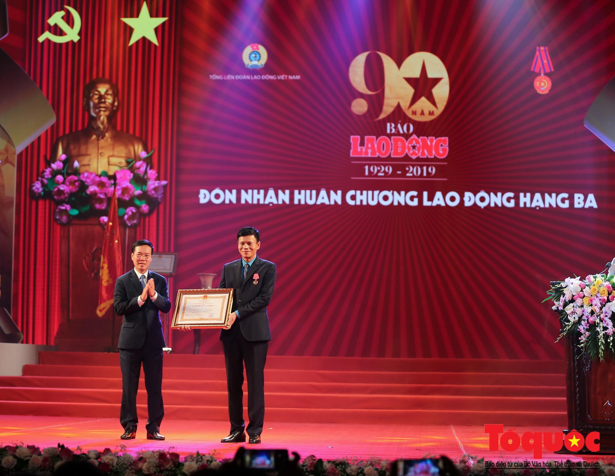 Thủ tướng Nguyễn Xuân Phúc trao Huân chương Lao động hạng Nhất cho Báo Lao Động (8)
