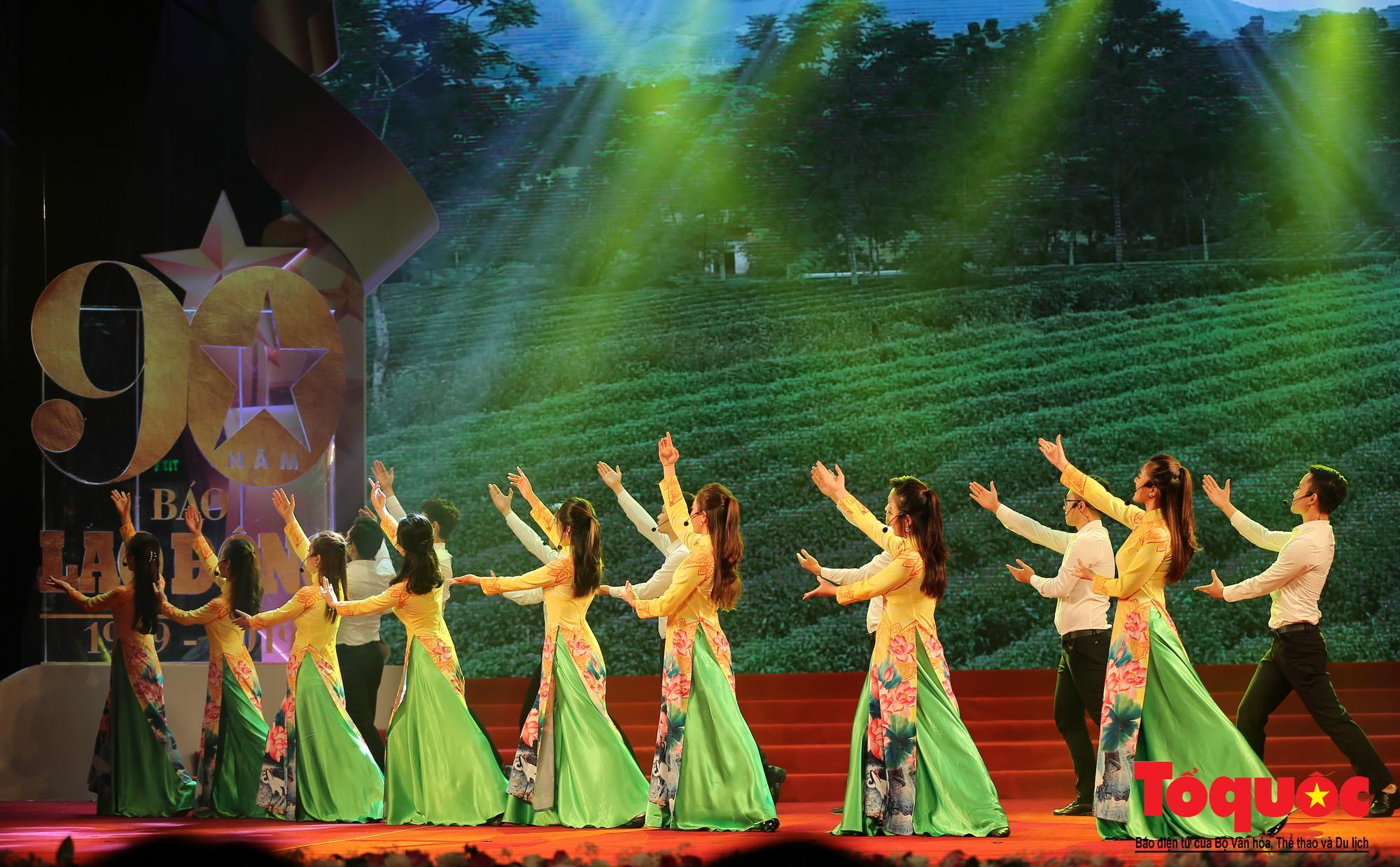 Thủ tướng Nguyễn Xuân Phúc trao Huân chương Lao động hạng Nhất cho Báo Lao Động (9)