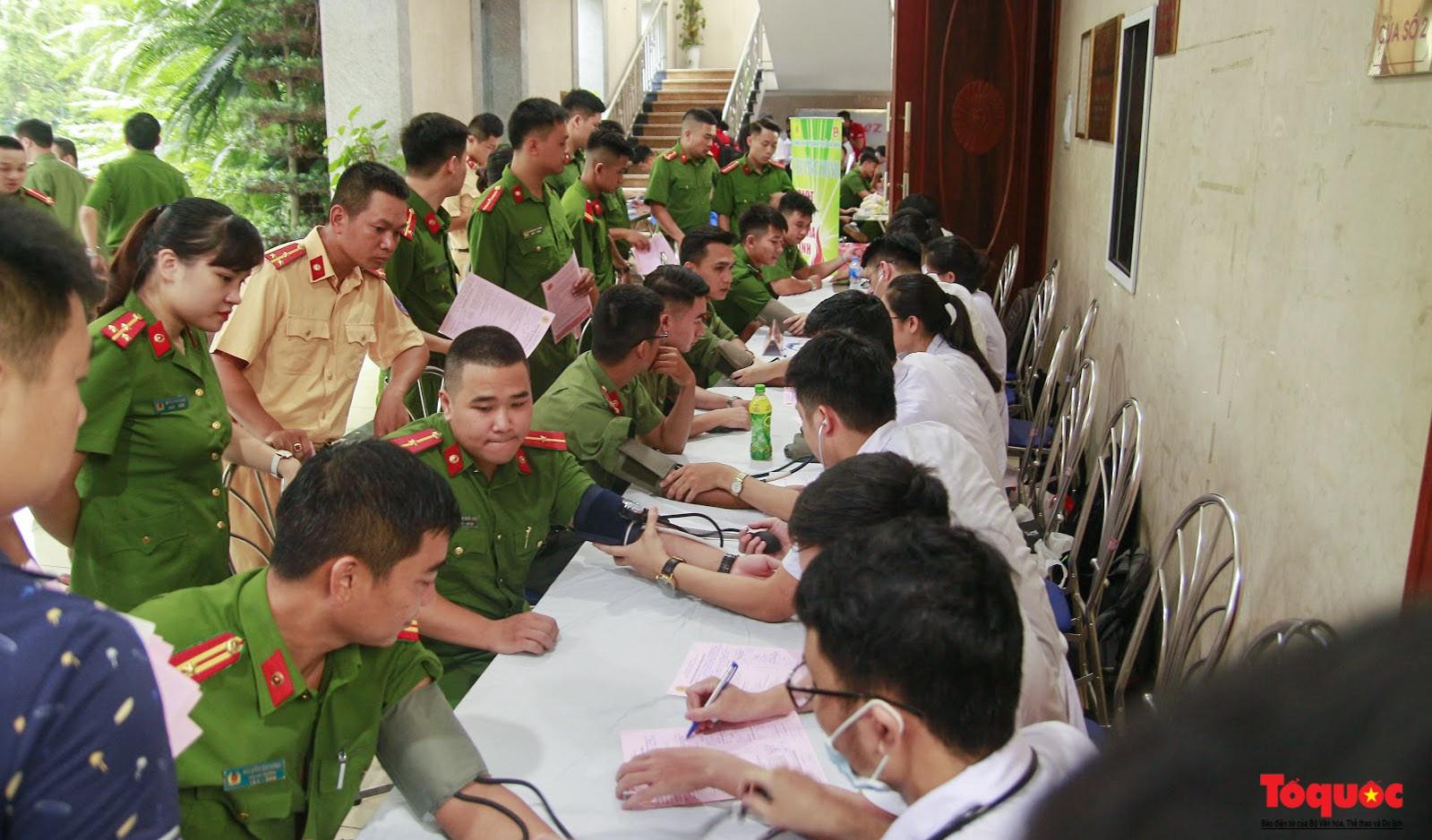 Cán bộ, chiến sỹ CATP Hà Nội hiến máu nghĩa tình vì đồng đội thân yêu (1)