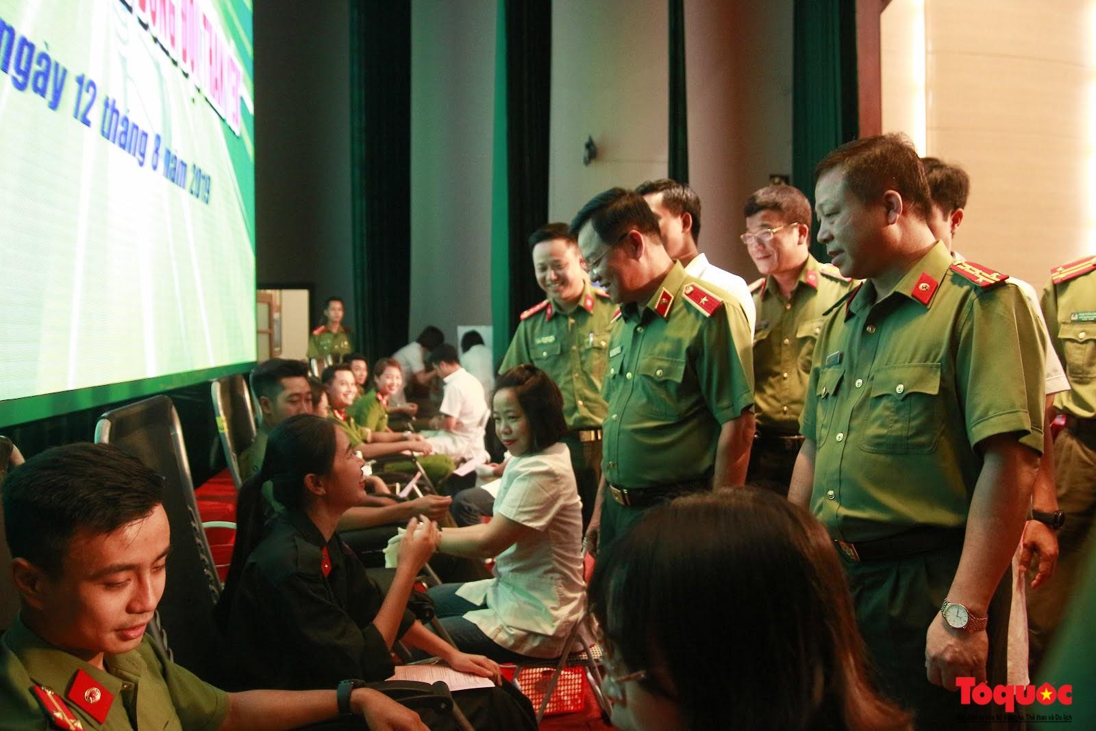 Cán bộ, chiến sỹ CATP Hà Nội hiến máu nghĩa tình vì đồng đội thân yêu (11)