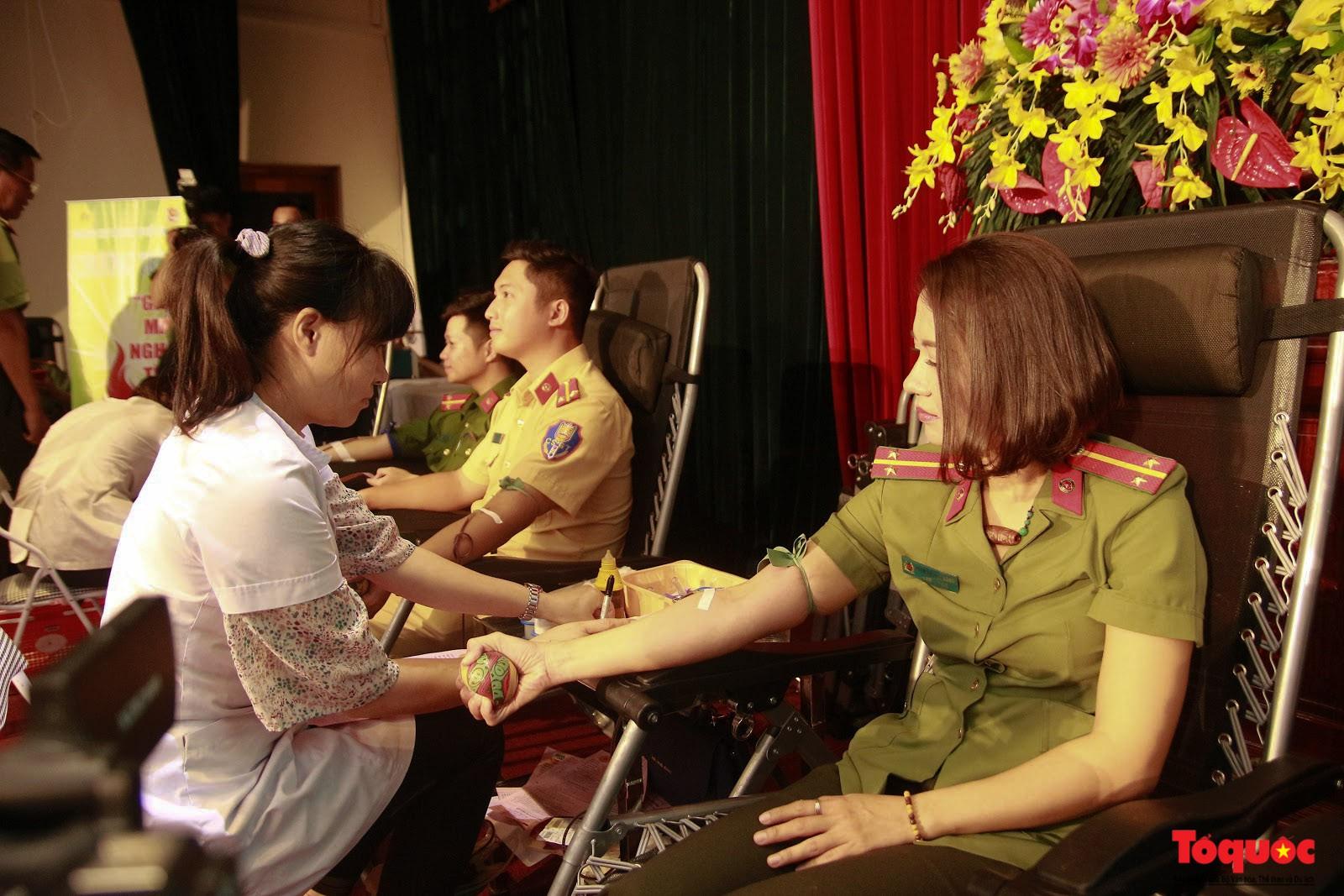 Cán bộ, chiến sỹ CATP Hà Nội hiến máu nghĩa tình vì đồng đội thân yêu (12)