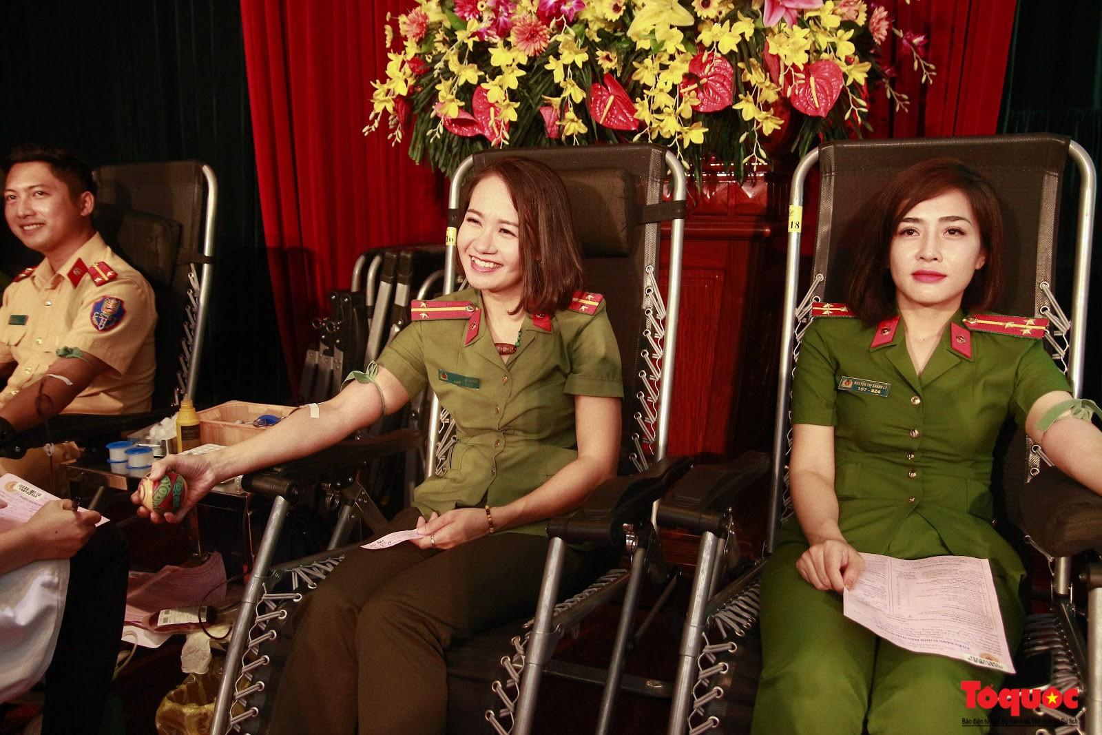 Cán bộ, chiến sỹ CATP Hà Nội hiến máu nghĩa tình vì đồng đội thân yêu (13)