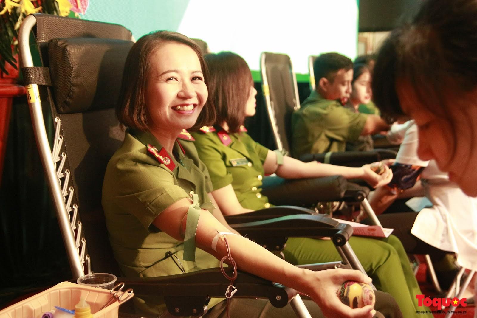 Cán bộ, chiến sỹ CATP Hà Nội hiến máu nghĩa tình vì đồng đội thân yêu (14)