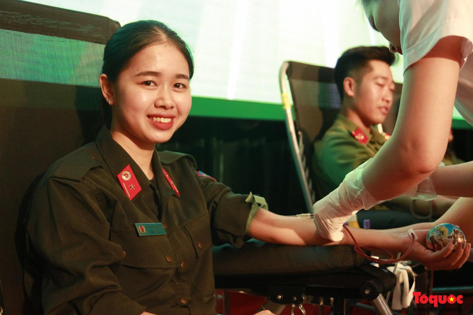 Cán bộ, chiến sỹ CATP Hà Nội hiến máu nghĩa tình vì đồng đội thân yêu (15)
