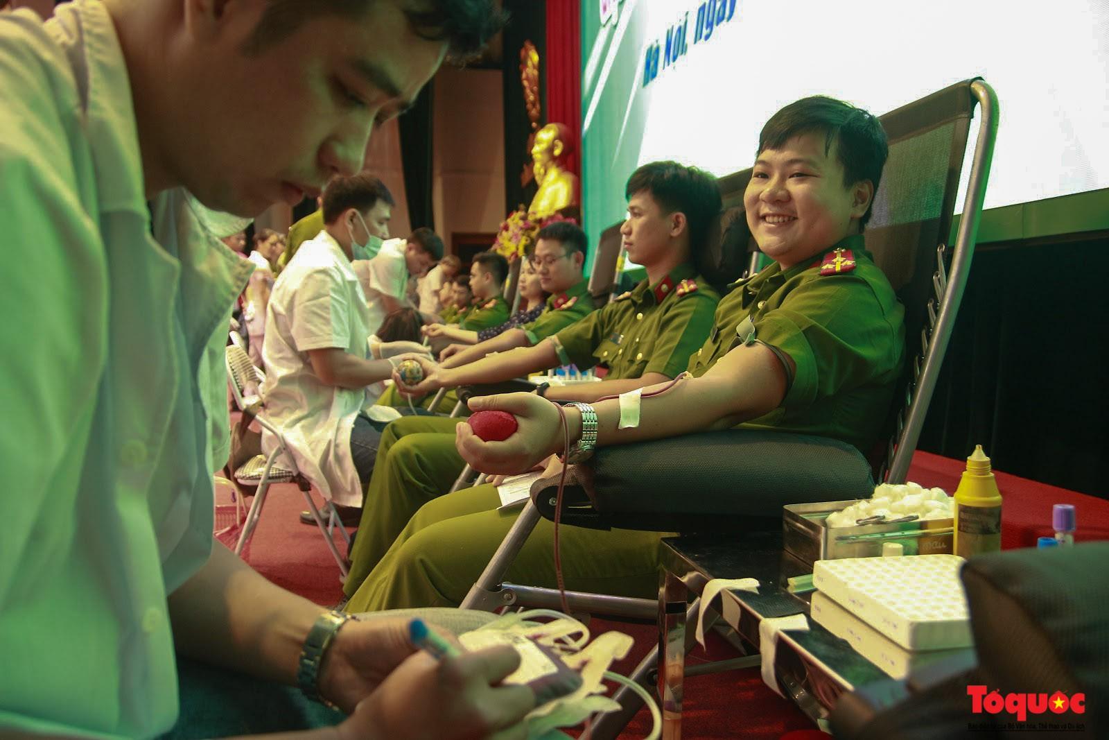 Cán bộ, chiến sỹ CATP Hà Nội hiến máu nghĩa tình vì đồng đội thân yêu (5)