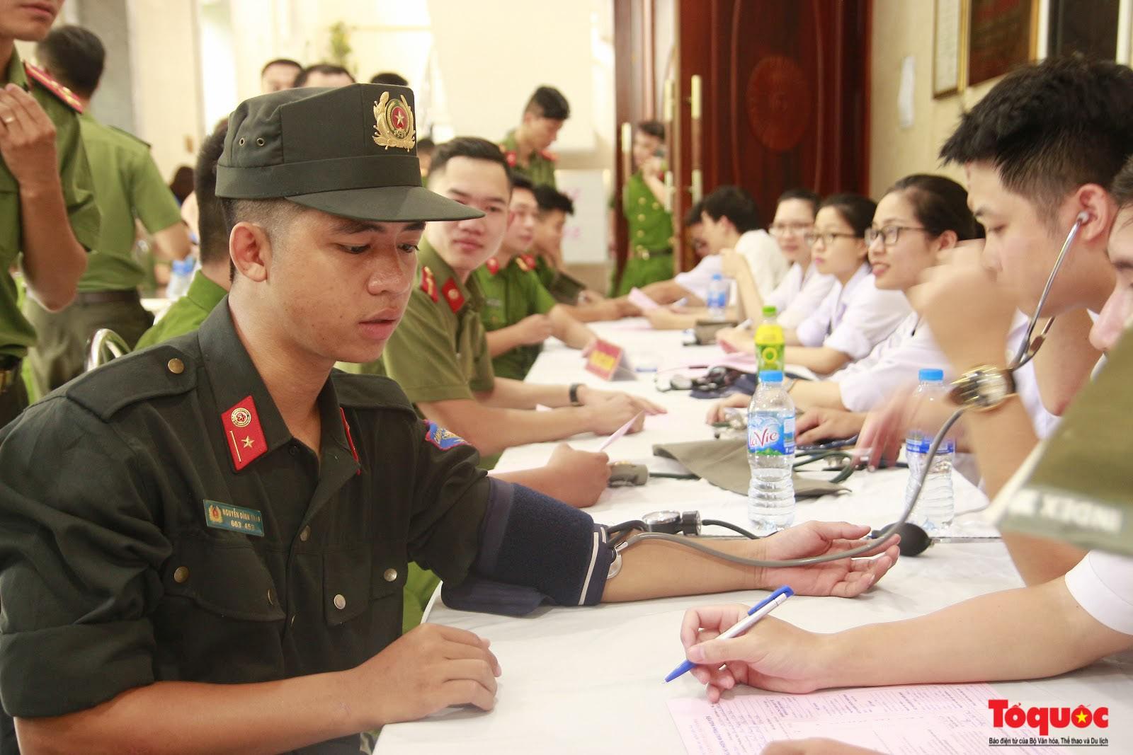 Cán bộ, chiến sỹ CATP Hà Nội hiến máu nghĩa tình vì đồng đội thân yêu (7)