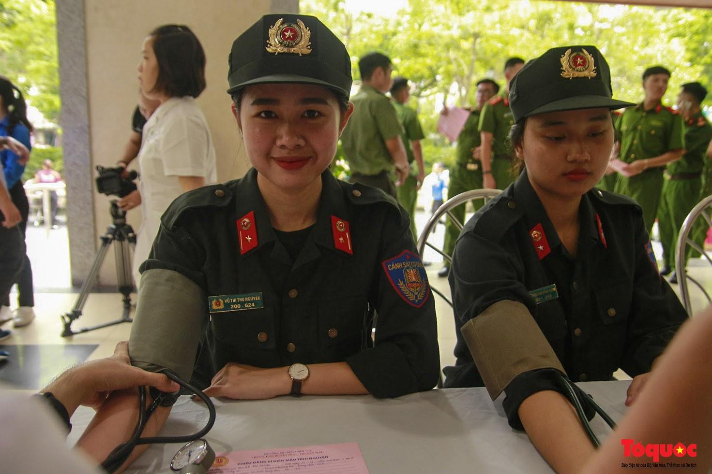 Cán bộ, chiến sỹ CATP Hà Nội hiến máu nghĩa tình vì đồng đội thân yêu (8)