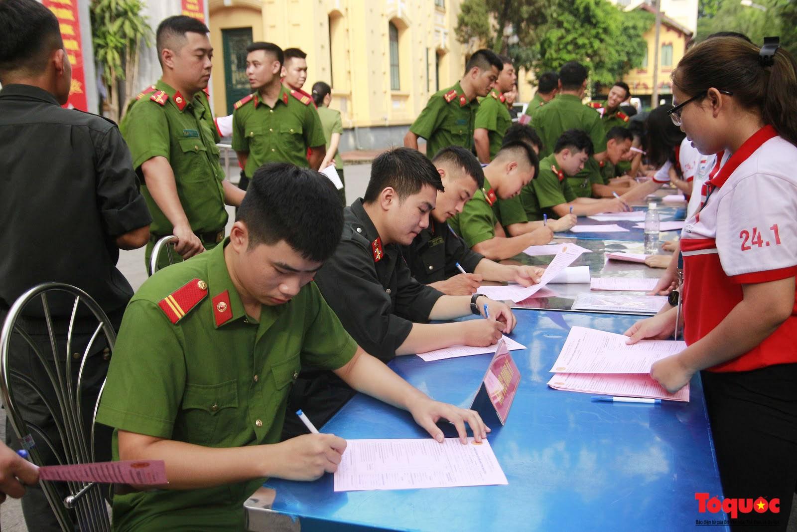Cán bộ, chiến sỹ CATP Hà Nội hiến máu nghĩa tình vì đồng đội thân yêu (9)