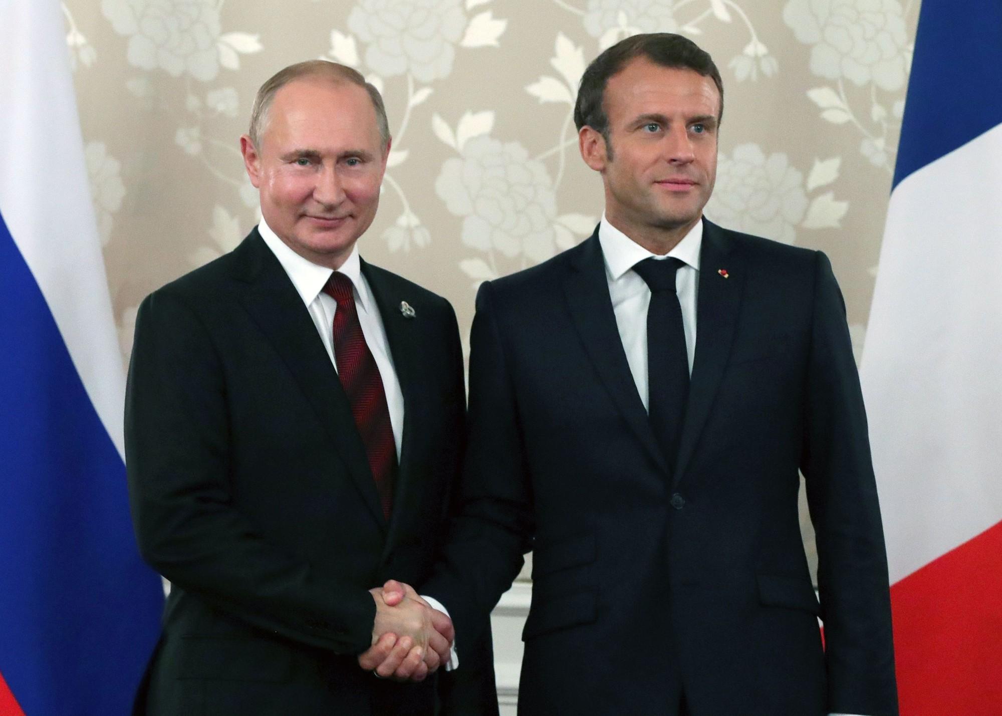 Putin Macron AP