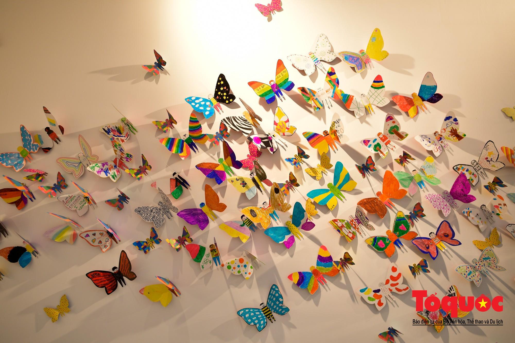Hàng ngàn cánh bướm mang thông điệp hoà bình giữa lòng Hà Nội11