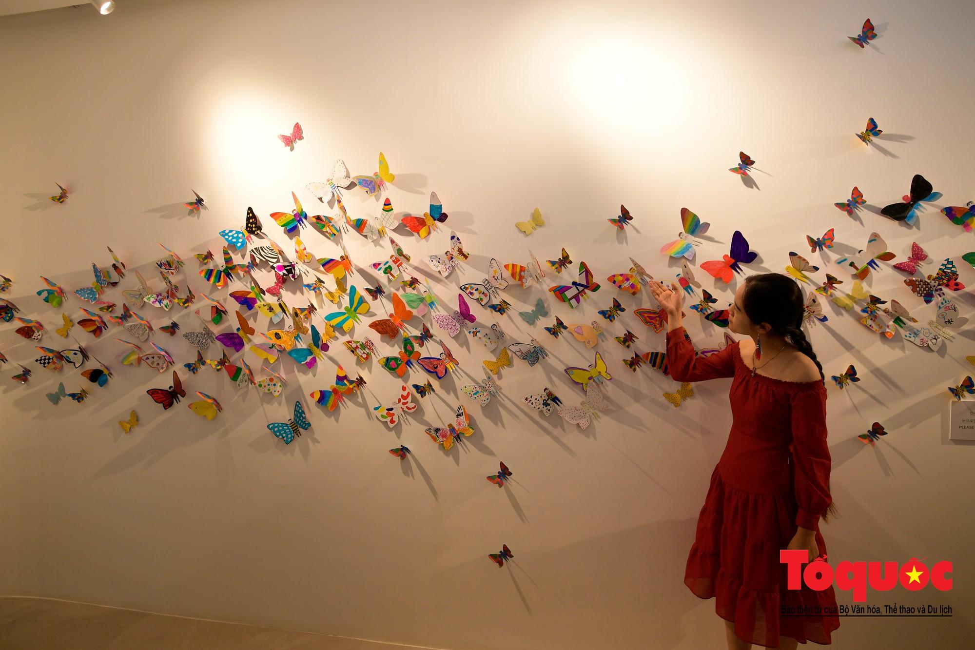 Hàng ngàn cánh bướm mang thông điệp hoà bình giữa lòng Hà Nội14