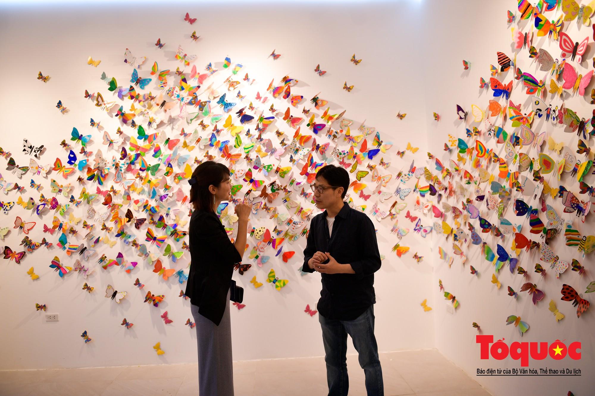 Hàng ngàn cánh bướm mang thông điệp hoà bình giữa lòng Hà Nội18
