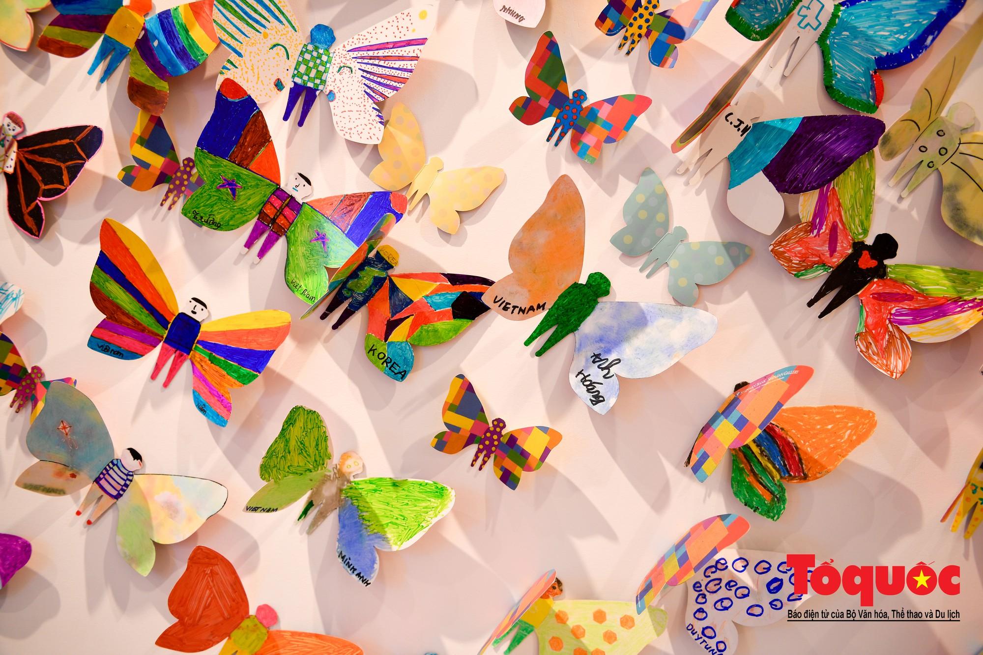 Hàng ngàn cánh bướm mang thông điệp hoà bình giữa lòng Hà Nội20