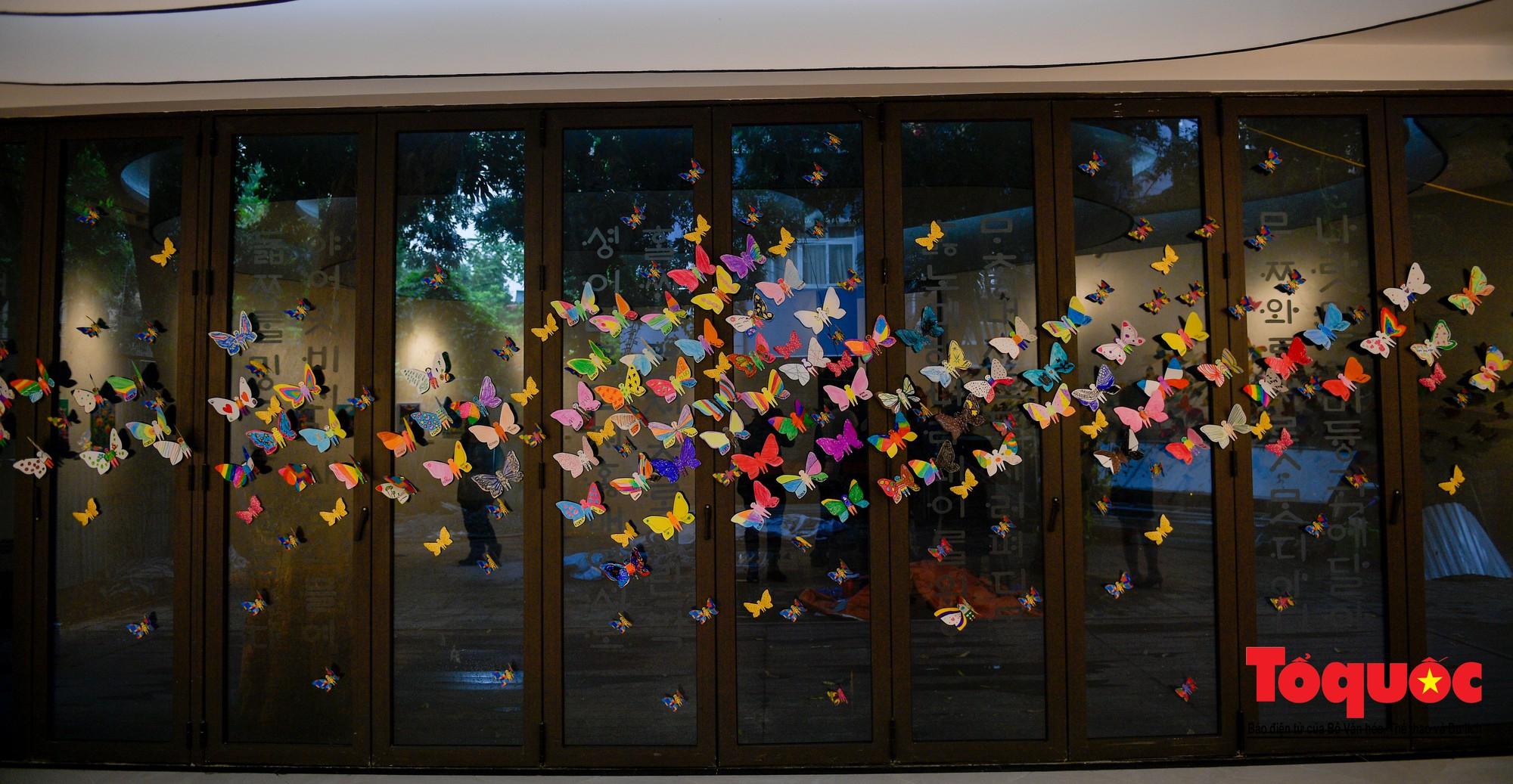 Hàng ngàn cánh bướm mang thông điệp hoà bình giữa lòng Hà Nội21