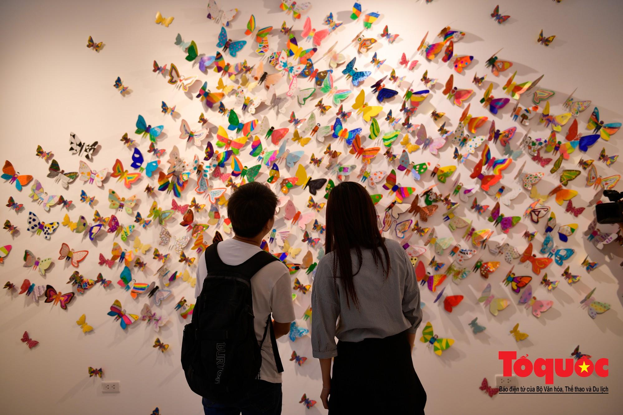 Hàng ngàn cánh bướm mang thông điệp hoà bình giữa lòng Hà Nội22