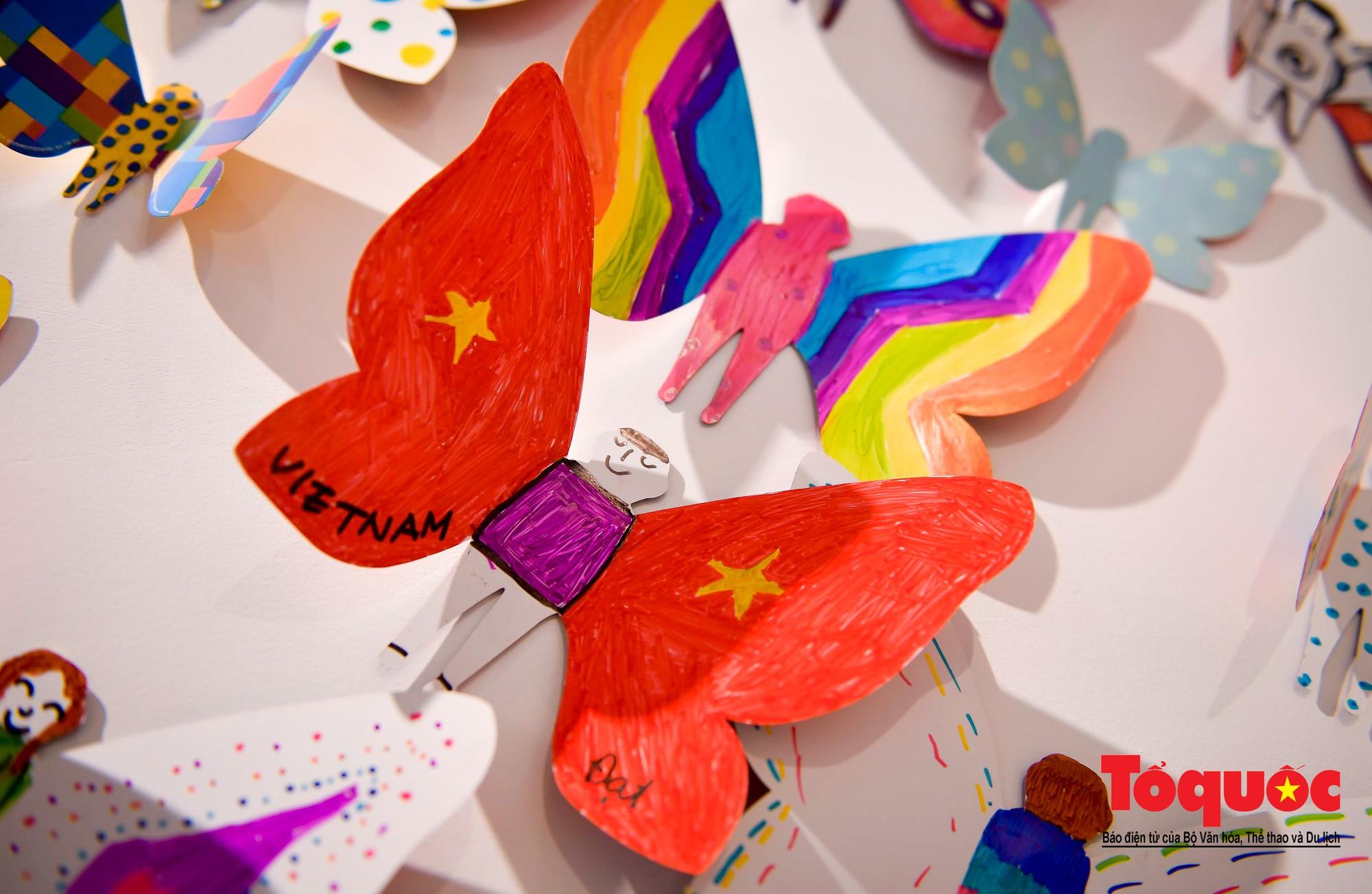 Hàng ngàn cánh bướm mang thông điệp hoà bình giữa lòng Hà Nội23