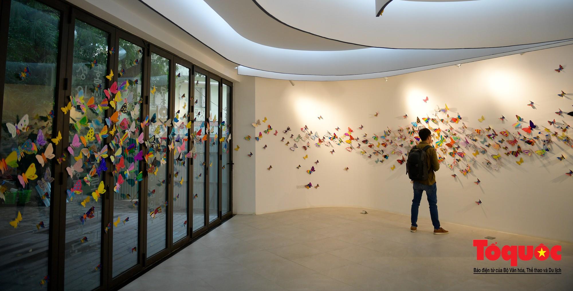 Hàng ngàn cánh bướm mang thông điệp hoà bình giữa lòng Hà Nội3