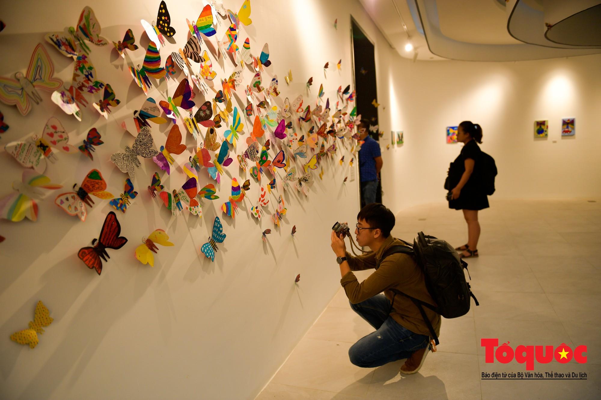 Hàng ngàn cánh bướm mang thông điệp hoà bình giữa lòng Hà Nội5