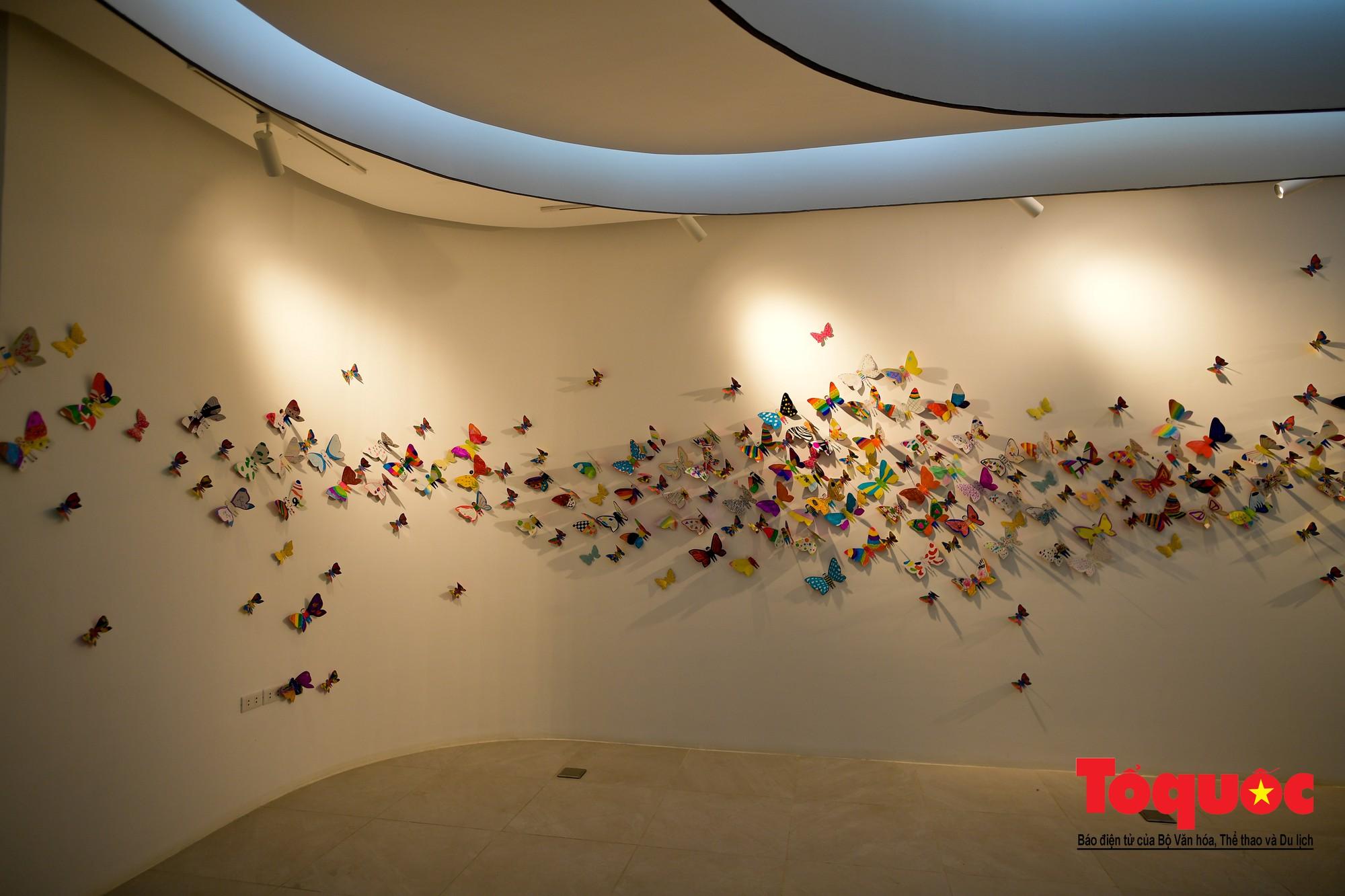 Hàng ngàn cánh bướm mang thông điệp hoà bình giữa lòng Hà Nội9