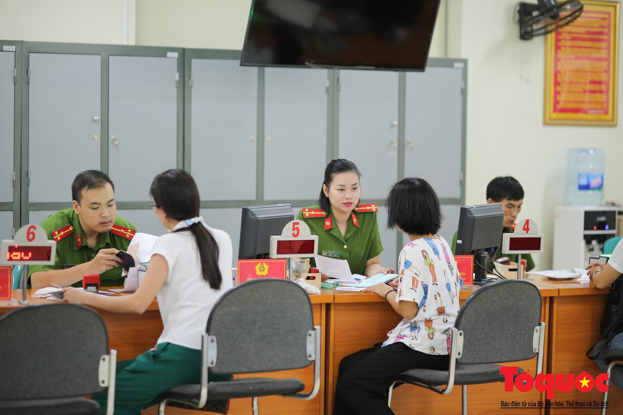 Lực lượng Công an Thủ đô vui tươi, tình nguyện phục vụ nhân dân trong Chủ Nhật (4)