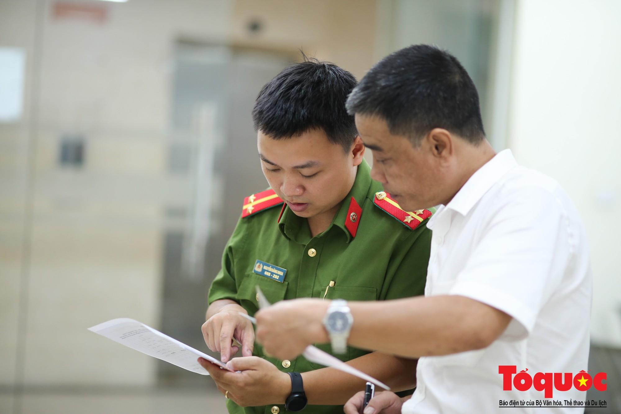 Lực lượng Công an Thủ đô vui tươi, tình nguyện phục vụ nhân dân trong Chủ Nhật (5)