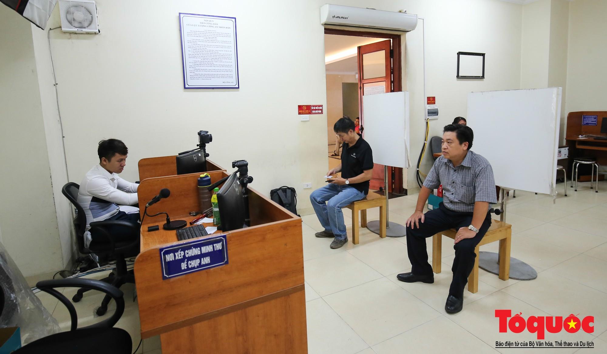 Lực lượng Công an Thủ đô vui tươi, tình nguyện phục vụ nhân dân trong Chủ Nhật (7)