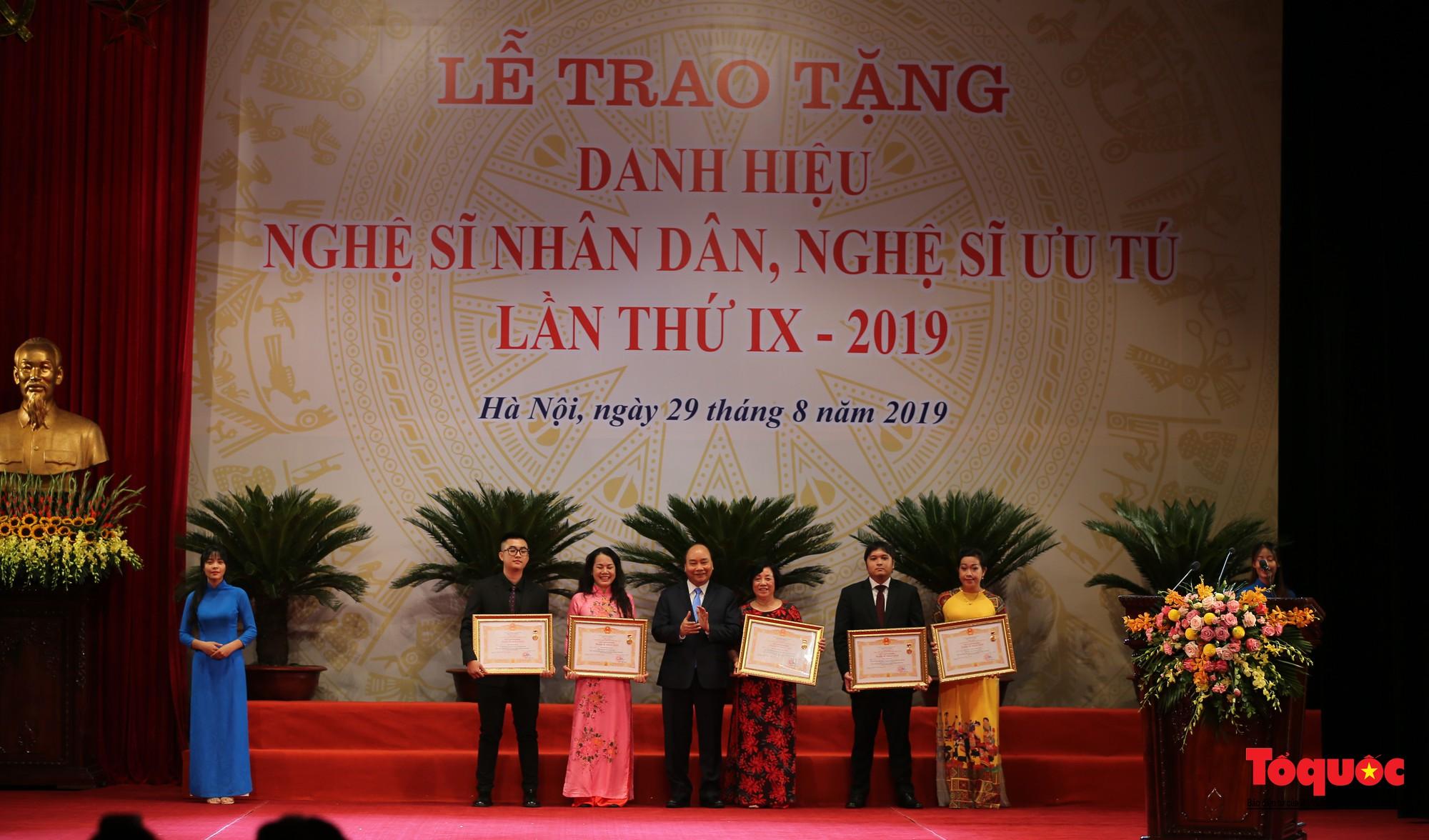 Lễ trao tặng danh hiệu NSND, NSƯT lần thứ 928
