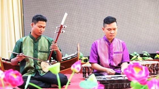bieu-dien-nhac-cu-khmer-nam-bo_ffue