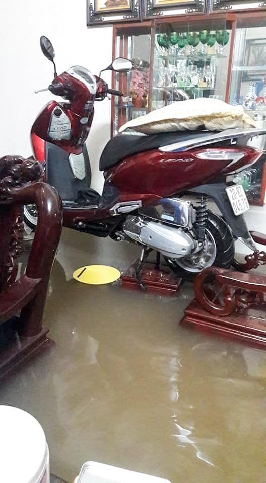 Sau trận mưa lớn kéo dài,  TP Thái Nguyên ngập sâu trong biển nước13