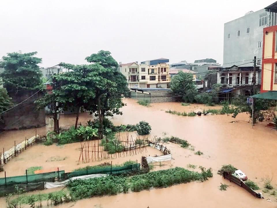 Sau trận mưa lớn kéo dài,  TP Thái Nguyên ngập sâu trong biển nước21