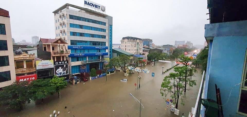 Sau trận mưa lớn kéo dài,  TP Thái Nguyên ngập sâu trong biển nước22