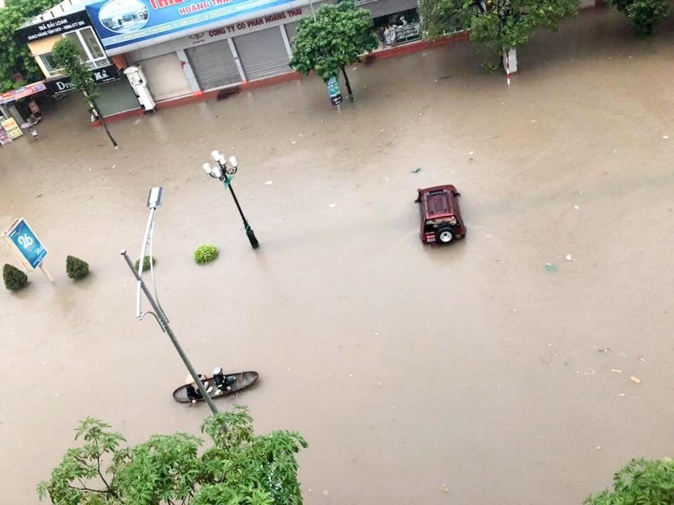 Sau trận mưa lớn kéo dài,  TP Thái Nguyên ngập sâu trong biển nước27