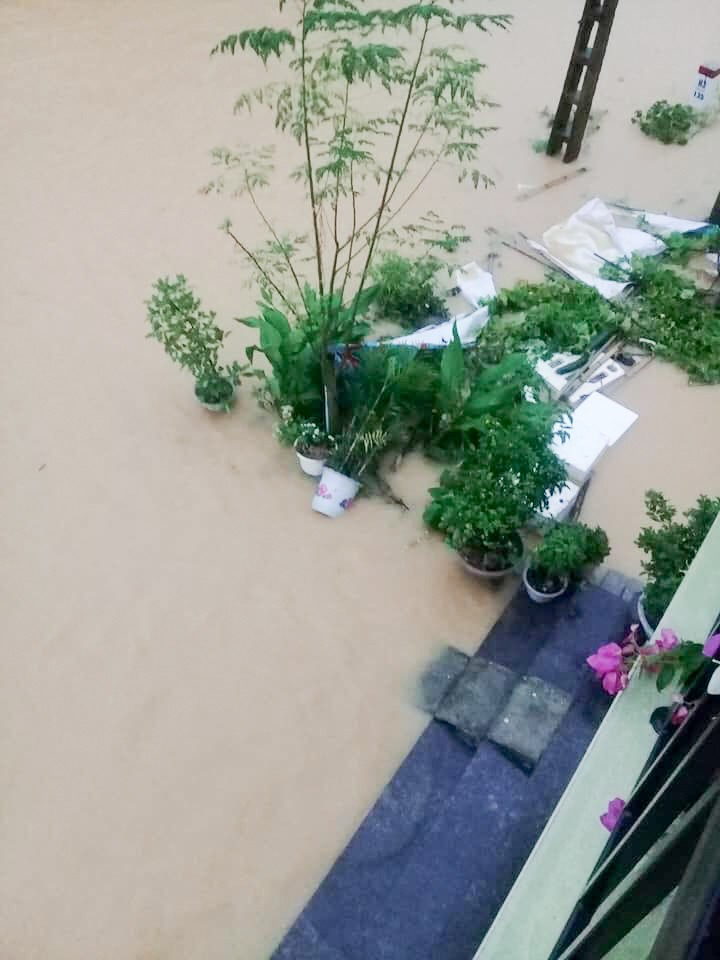 Sau trận mưa lớn kéo dài,  TP Thái Nguyên ngập sâu trong biển nước3