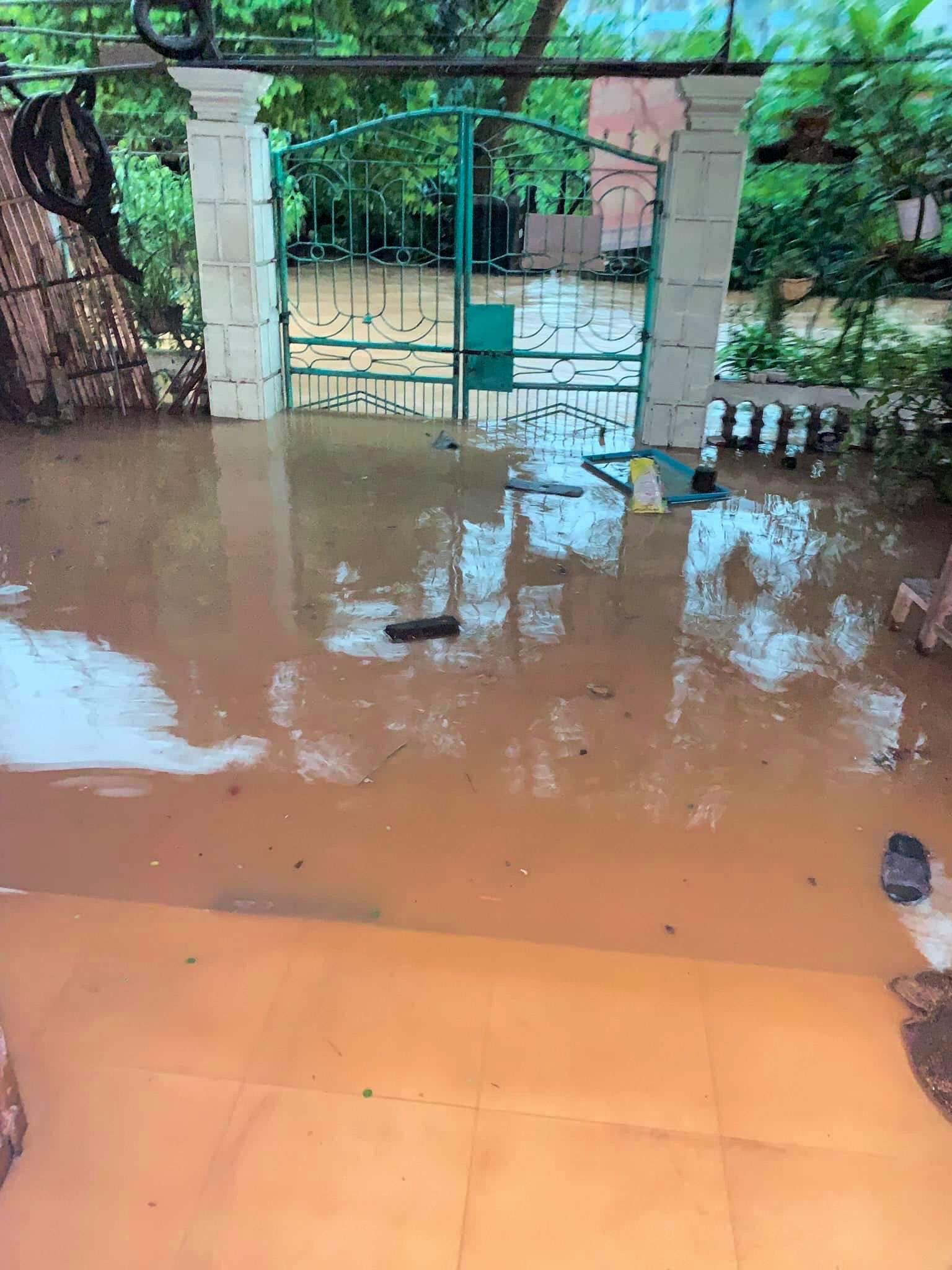 Sau trận mưa lớn kéo dài,  TP Thái Nguyên ngập sâu trong biển nước5