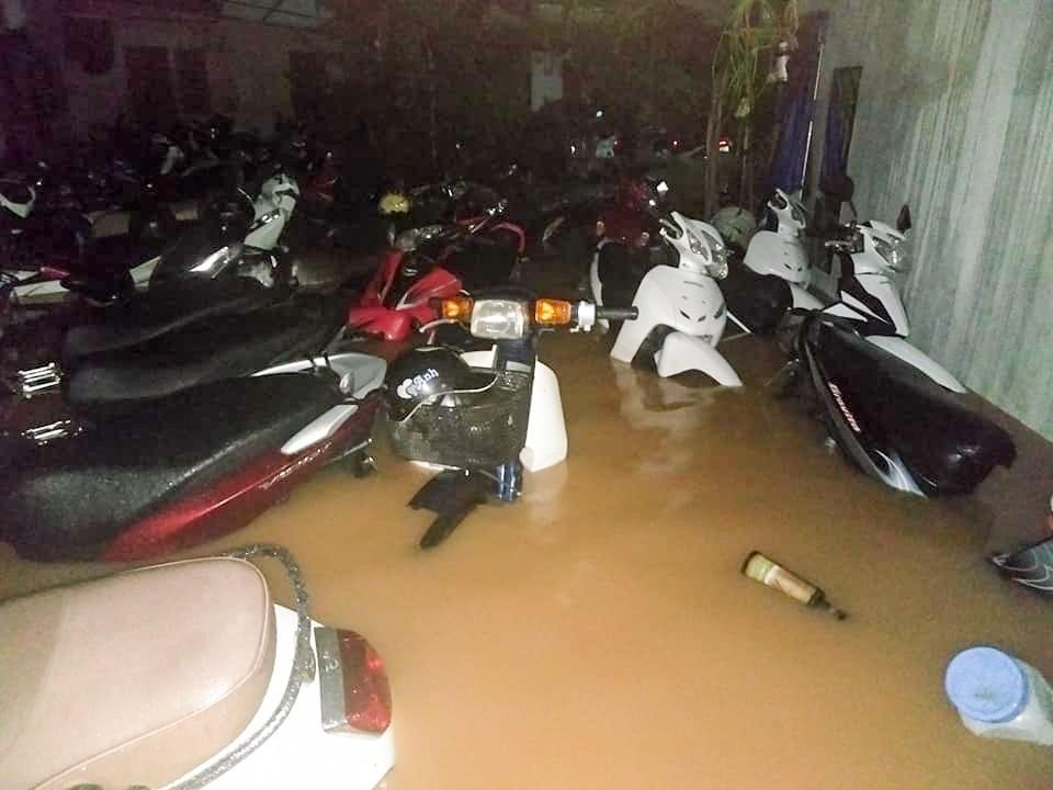 Sau trận mưa lớn kéo dài,  TP Thái Nguyên ngập sâu trong biển nước9