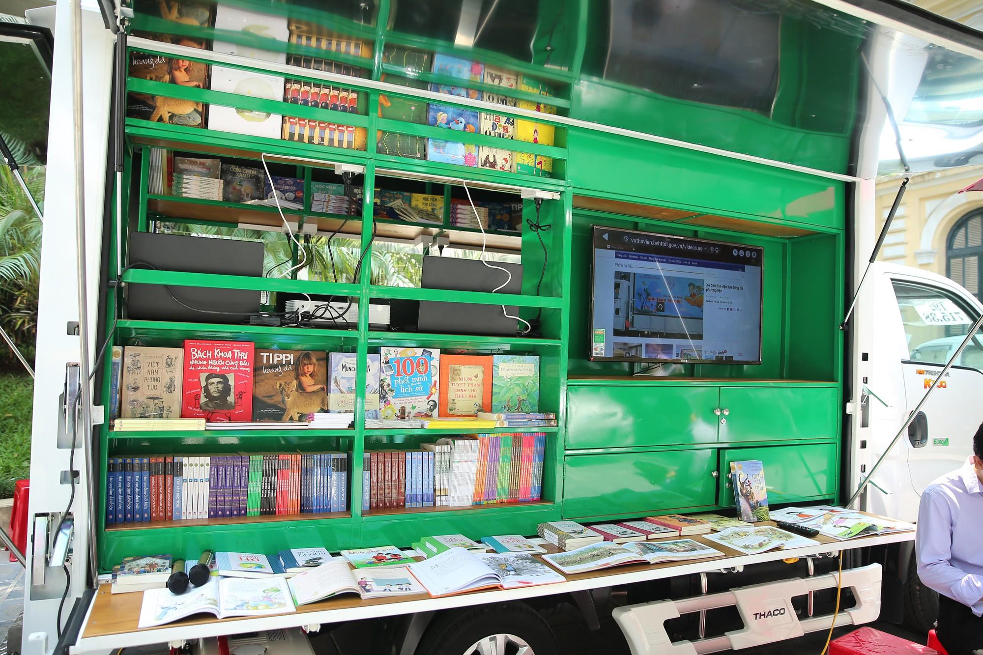 Trao tặng thêm 31 xe ô tô thư viện lưu động hiện đại (4)